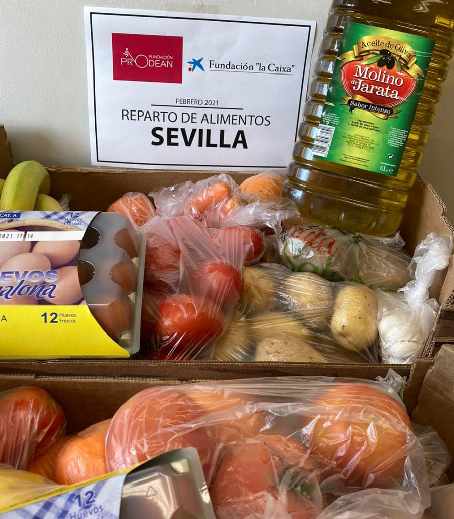 Reparto comida Fundación La Caixa y Prodean Los Pajaritos Sevilla