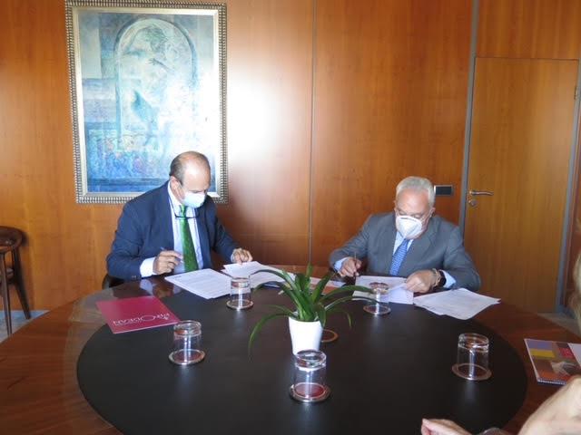 Fundacion Azvi y Prodean firman un convenio de colaboración para trabajar con menores en el centro social